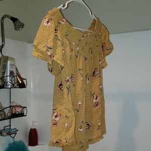 🔥3 for $20! Yellow floral ruched peasant blouse.